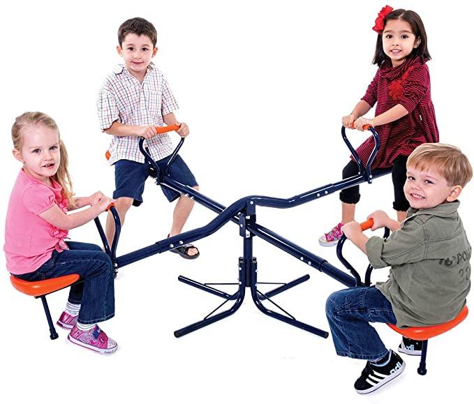 Enfants sur une balançoires à bascules 4 places